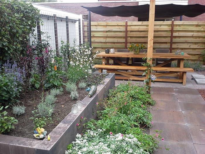 Spieker hoveniers daar fleurt uw tuin van op for Bestrating kleine tuin